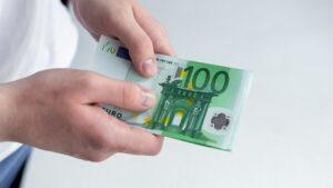 Bußgeld in Höhe von 100 Euro