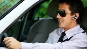 Mobil telefonieren im Auto mit Freisprecheinrichtung erlaubt